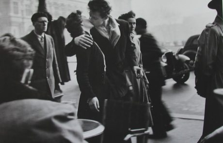 Photograph of Robert_Doisneau_The Kiss of City Hall