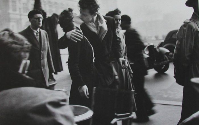 Photograph of Robert_Doisneau_The Kiss of City Hall