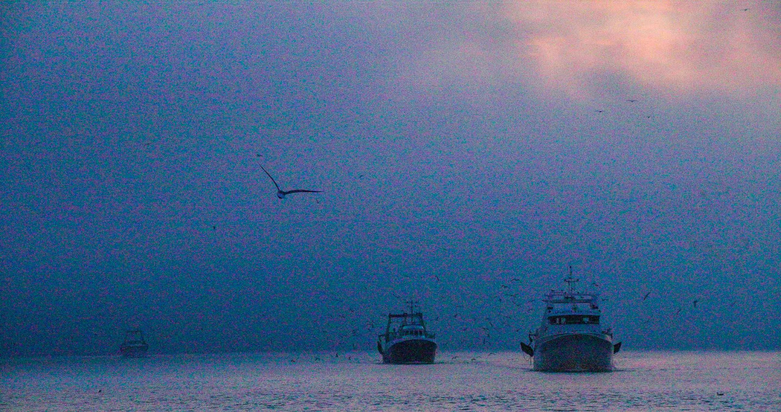 Photograph of a trawler, not processed with HDRinstant