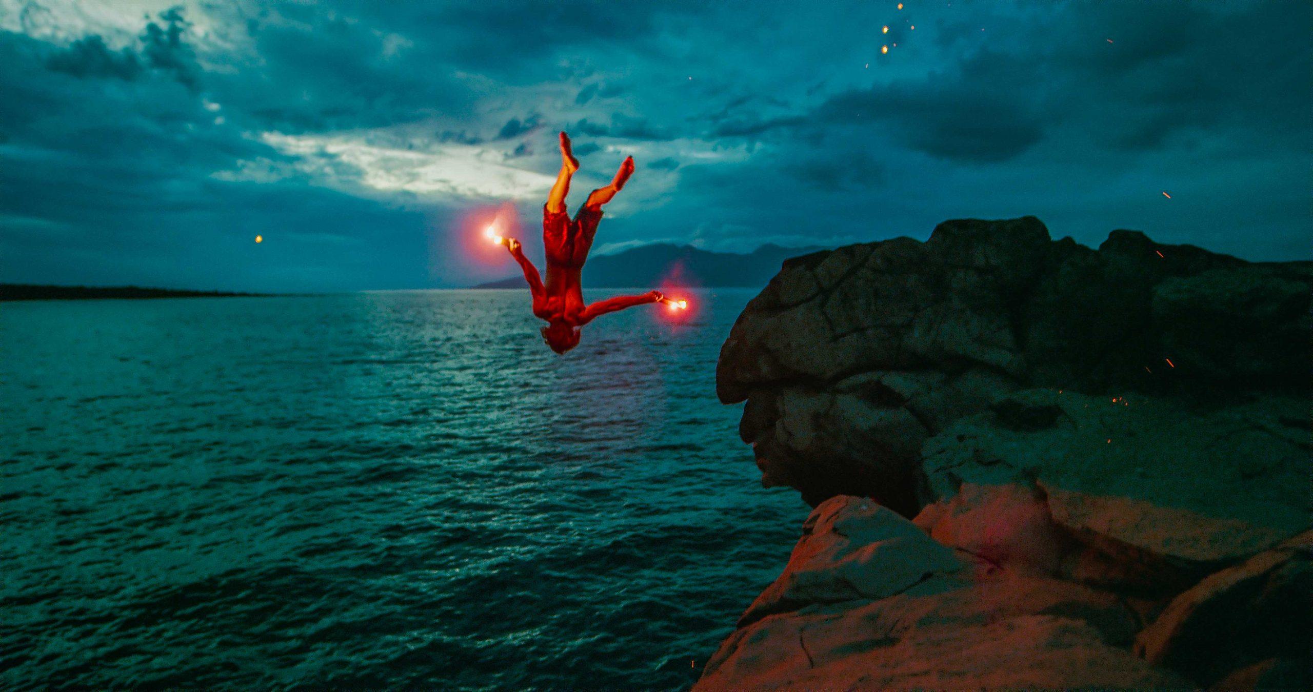 Foto einer springenden Person, bearbeitet mit HDRinstant